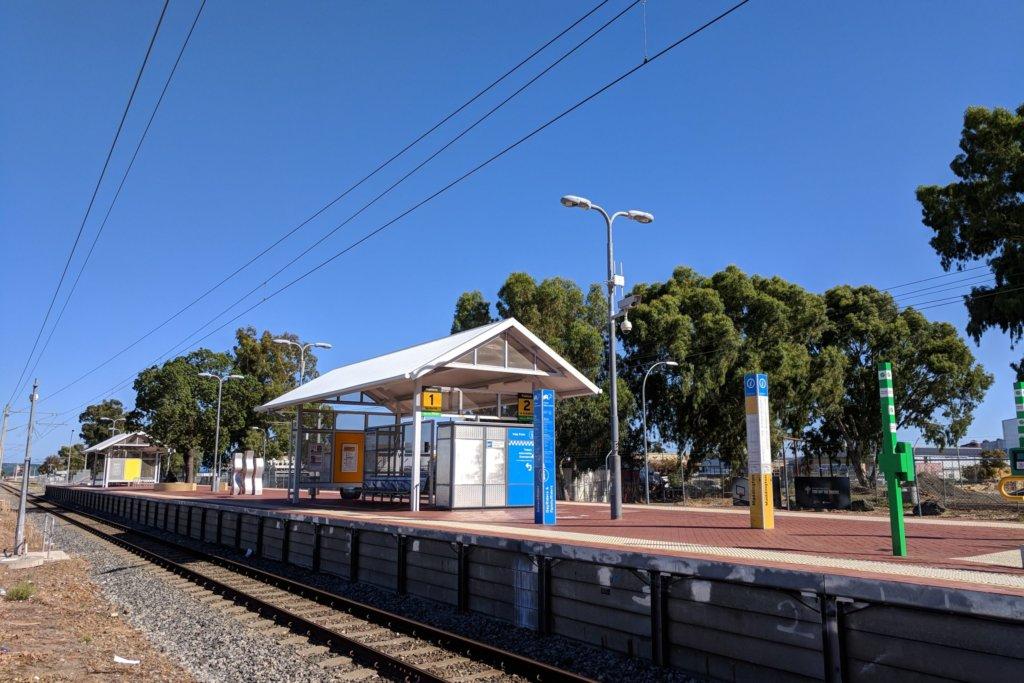 Maddington_railway_station